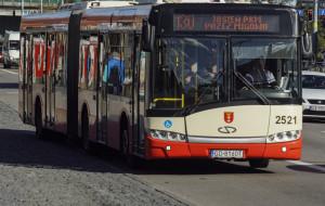 Kierowca autobusu namierzył złodzieja i odzyskał skradzioną torbę
