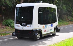 Bus bez kierowcy przewiezie pasażerów po cmentarzu