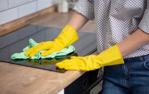 Sprzątaczka w domu. Jedni chwalą, inni ganią