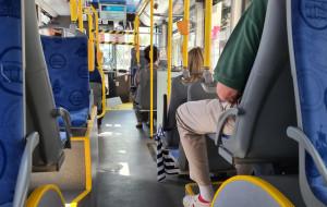 """""""Uwolniono"""" wszystkie siedzenia w komunikacji miejskiej"""