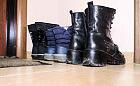 Gość w dom, buty z nóg. Zdjąć czy nie?
