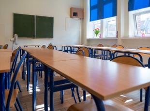 Dyrektor dwóch szkół wyłudzał pieniądze z urzędu