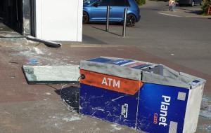 Wyrwali bankomat, ale pieniędzy nie ukradli