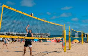 Siatkówka plażowa w Trójmieście. Gdzie są boiska? Ile kosztuje sprzęt?