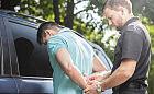 Jeździł busem, bo był poszukiwany, drugi w sklepie miał amfetaminę