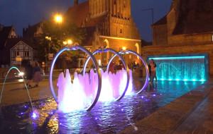 Wakacyjne widowiska wodno-świetlne i muzyka z carillonu