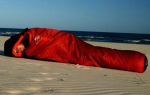 Czy można spać na plaży? Tak, ale nie w namiocie