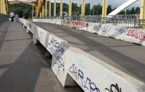 Betonowe bariery na Żółtym Wiadukcie będą uporządkowane