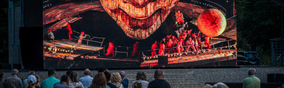 """Opera """"pod chmurką"""" zadebiutowała w parku Oruńskim"""