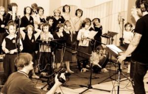 Pomaganie przez śpiewanie