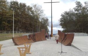 Krzyż i plac przy kwaterze adm. Józefa Unruga na Oksywiu