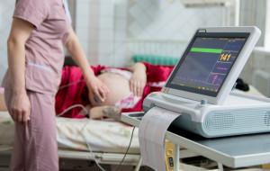 Więcej przyjęć na porodówkach. Szpitale odsyłają pacjentki?
