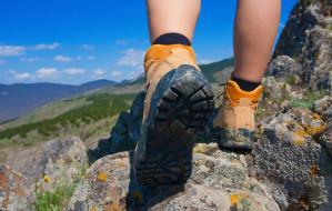 Jakie buty do chodzenia po górach? Za co warto zapłacić, a gdzie oszczędzić?