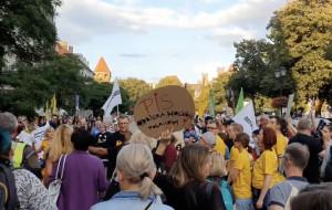 """Przeciwnicy """"Lex TVN"""" protestują w Gdańsku"""