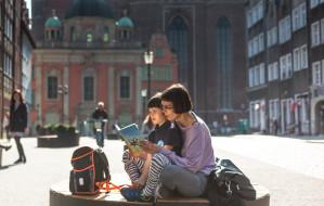 Wrzutnie, bibliorowery, książkomaty. Biblioteki aktywnie walczą o czytelników