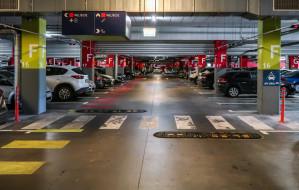 Ostatnie duże centrum handlowe wprowadzi płatny parking?