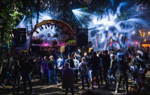 Światła i muzyka w zabytkowych murach. Trwa święto elektroniki - Festiwal Wisłoujście