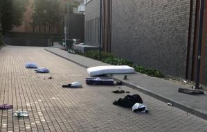 Odurzony turysta wyrzucił przez balkon wyposażenie mieszkania