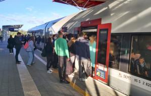Pasażerowie wracają do komunikacji miejskiej