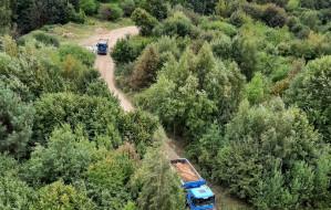 Ciężarówki w lesie na Kolibkach