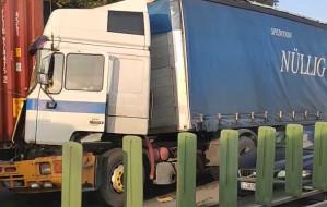 Zderzenie ciężarówek i korek na obwodnicy