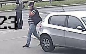 Skradziono 30 tys. dol. z auta na parkingu. Są wizerunki
