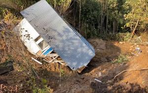 Zapadł się domek na działce w Karczemkach
