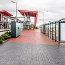 Przystanek widmo przy stacji PKM. Są wiaty, nie ma autobusów