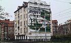 Mural Lechii na stoczniowej kamienicy