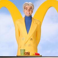 Mata promuje fast food, szturm młodzieży po zestawy. Owczy pęd i znak czasów?