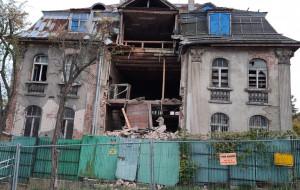 Zawalił się fragment fasady zabytkowej willi na Aniołkach