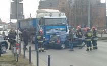Ciężarówka zderzyła się z osobówką na...
