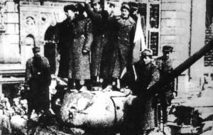 Nadpalili buty wieszając polską flagę. Rocznica wyzwolenia Gdańska