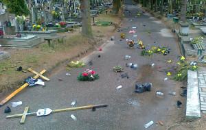 Okradł groby, łup sprzedawał przed cmentarzem