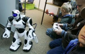 Zarabiają na zabawie z robotami