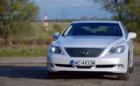 Lexus LS AWD. Alicja w krainie luksusu