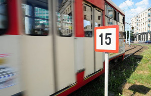 Wyświetlacze w tramwajach straszą pasażerów