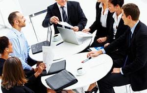 Elastyczność, czy ciągła kontrola - jaki styl zarządzania czasem pracy wybrać?