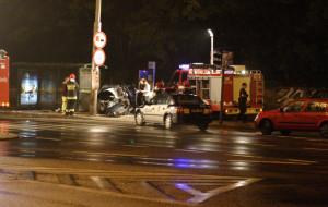 Samochód rozbił się na słupie. Kierowca nie żyje