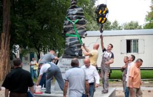 Pomnik ks. Jankowskiego już stoi przy św. Brygidzie