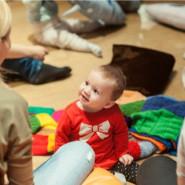 """Muzealne zmysły. Wczesna opieka i pielęgnacja niemowlęcia"""" - zajęcia rozwojowe dla niemowląt z opiekunem"""