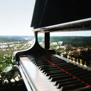 Coverowy koncert na 32 piętrze