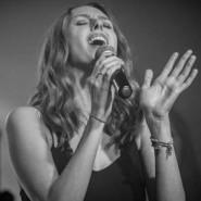 Agata Kujawa z zespołem - Ona czyli ja. Muzyczna opowieść o kobietach