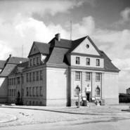 Perły: Przed modernizmem - wykład online prof. Marii Jolanty Sołtysik na temat stylów w gdyńskiej architekturze lat dwud