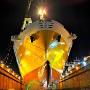 Nocny rejs Galarem po stoczniach