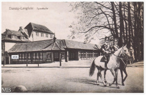 W latach 50. dawna hala sportowa została przemianowana najpierw na Teatr Wybrzeże, a następnie na Operę Bałtycką.