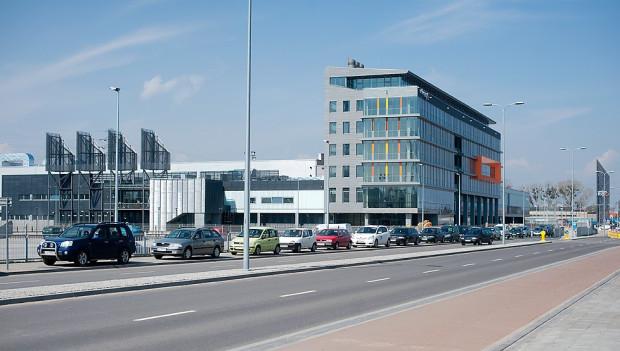 Pracownicy biurowca powstałego w ramach Centrum Wystawienniczo-Konferencyjnego AmberExpo z okien widzieć będą stadion PGE Arena.