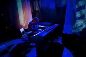 Leszek Możdżer samodzielnie wykonał napisany na dwa fortepiany utwór Steve'a Reicha.