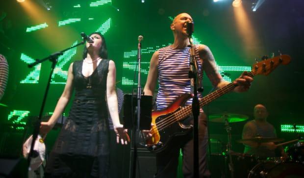 Podczas benefisu Olafa Deriglasoffa zaśpiewała m.in. Anna Patrini. To właśnie w nietypowych kolaboracjach muzycznych tkwi siła festiwalu Metropolia Jest Okey.