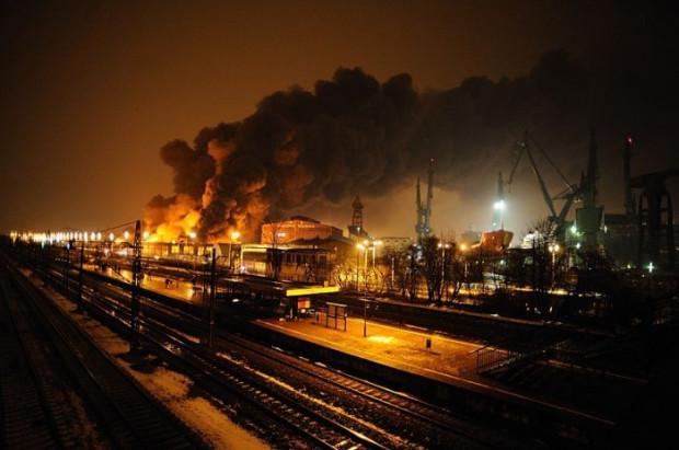 Pożar w hali stoczni wybuchł wieczorem 19 stycznia ubiegłego roku.